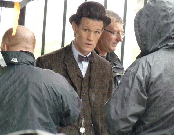 Мэтт Смит в новом костюме на съемочной площадке