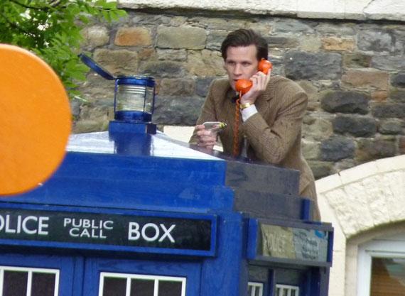 Съемки 7 сезона Доктора Кто: Доктор меняет лампочку в ТАРДИС