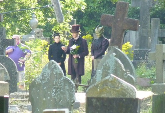 Мэтт Смит (Доктор), Нив Макинтош (Мадам Вастра) и Катрин Стюарт (Дженни)